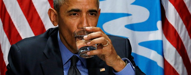 President Obama drinks filtered city water in Flint to show it's safe. (Reuters)