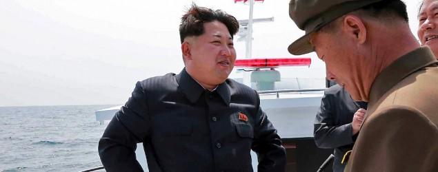 Kim Jong un en una prueba de lanzamiento de misil. (AFP)