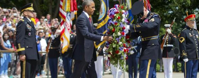 Obama pays tribute to fallen service members at Arlington. (AP)