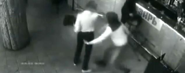 Waitress 'groped' by customer takes revenge. YouTube