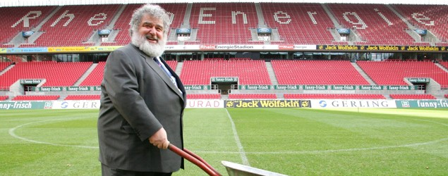 Ex-FIFA official Chuck Blazer admits to taking bribes. (Getty Images)