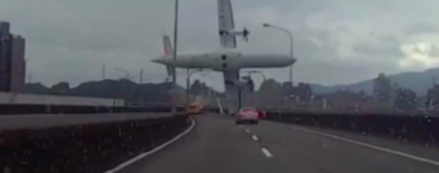 """Wow, pulled back on the wrong throttle:"" captain of crashed TransAsia plane. (Yiming Woo)"