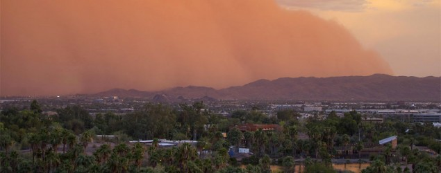 A dust storm moves through Phoenix, Thursday, July 3, 2014. (AP/The Arizona Republic, Patrick Breen)