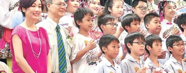 梁紀昌榮休 學生:「校長爸爸,我愛你!」