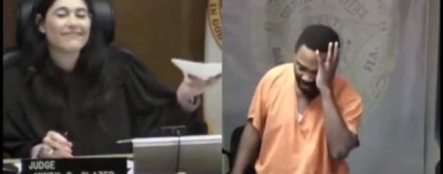 No pudo reprimir las lágrimas al ver quién era la juez. (Youtube)