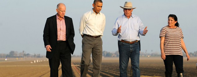 President Obama walks with Gov. Jerry Brown, left, and Joe and Maria Del Bosque, right, of Empresas Del Bosque farm in 2014. (Wally Skalij/Getty Images)