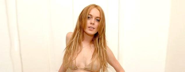 Lindsay Lohan goes topless in selfie