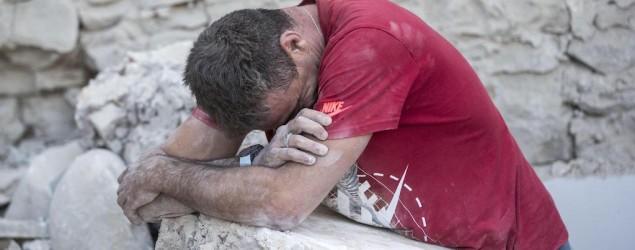 Foto uomo ferito (Associated Press)