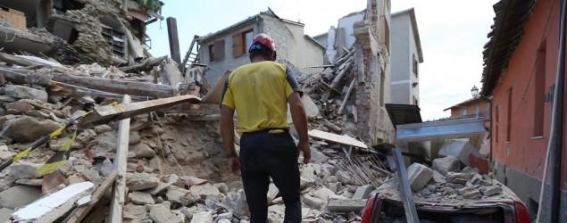 Foto terremoto (LaPresse)