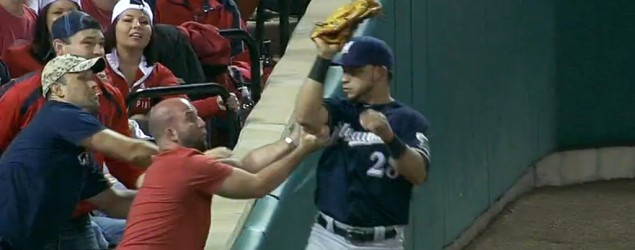 Ballplayer defuses awkward moment for fan