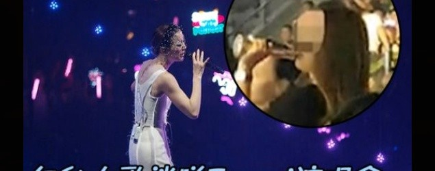女歌迷「唱K神器」一齊唱