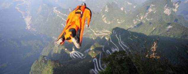 US daredevil dies in wingsuit jump