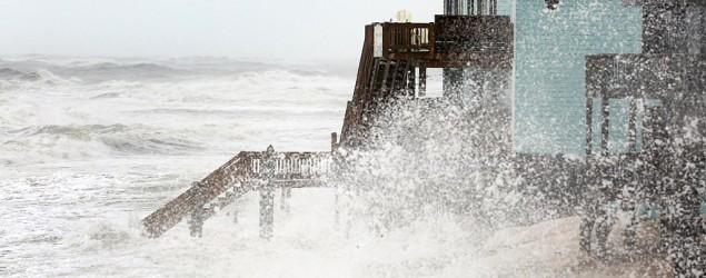 Hurricane Joaquin weakens as it heads north