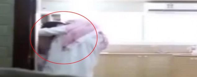 Una mujer de Arabia Saudita podría ser condenada a hasta un año de prisión tras haber grabado un video en el que se revelan las intenciones lascivas de su esposo con la empleada que contrata para la limpieza de la casa. (Captura de YouTube)