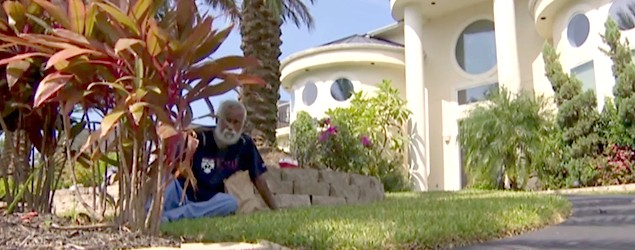 Man living on front lawn after wife kicks him out (CBSN)