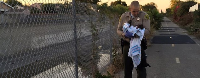 Police searching for parents of buried newborn (CBS News)