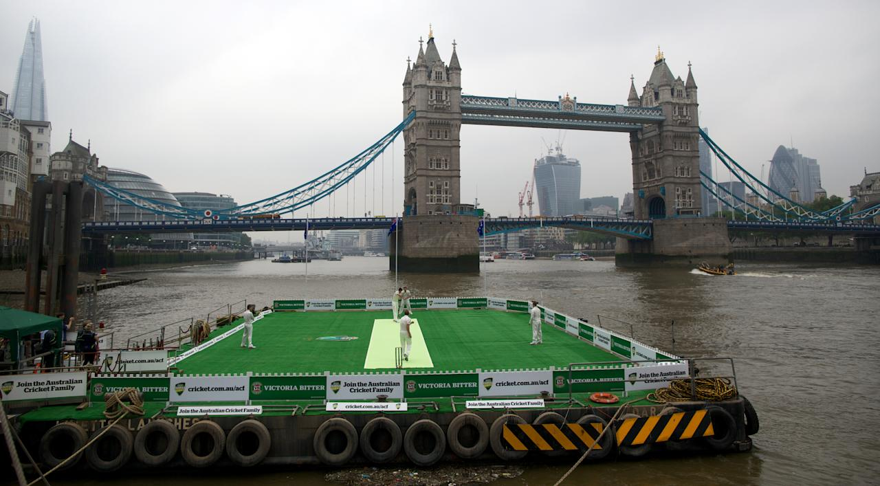 Australia's Michael Clarke, Shane Watson, Chris Rogers, James Faulkner and Mitchell Starc from the Australian cricket team play a game of cricket on a barge in the river Thames by Tower Bridge in central London on June 20, 2013. AFP PHOTO/ANDREW COWIE