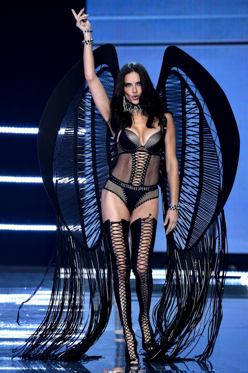 <p>The long-established angel made a dramatic entrance in an all-black ensemble and matching wings. <em>[Photo: Getty]</em> </p>
