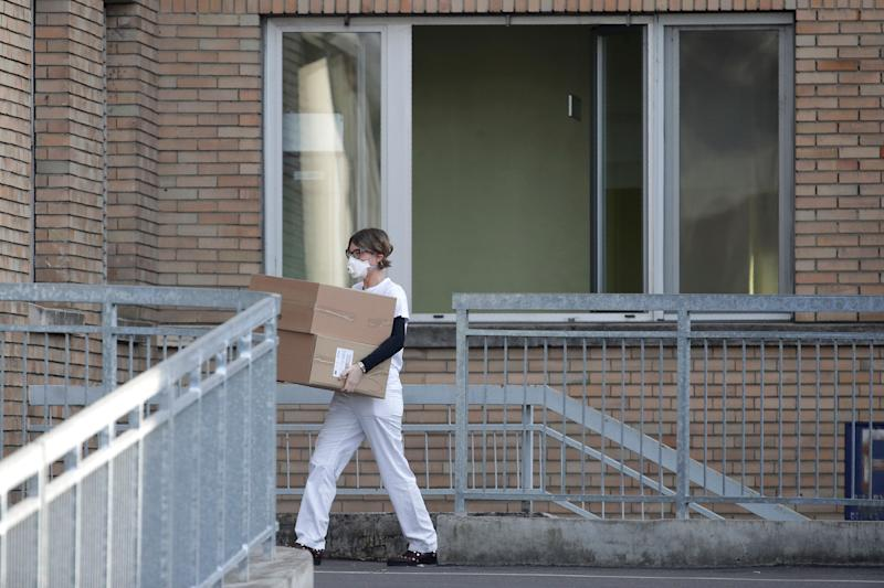 A hospital worker carries boxes into the hospital of Codogno, near Lodi in Northern Italy, Friday, Feb. 21,2020. Health officials reported the country's first cases of contagion of COVID-19 in people who had not been in China. The hospital in Codogno is one of the hospitals - along with specialized Sacco Hospital in Milan - which is hosting the infected persons and the people that were in contact with them and are being isolated. (AP Photo/Luca Bruno) (Photo: ASSOCIATED PRESS)