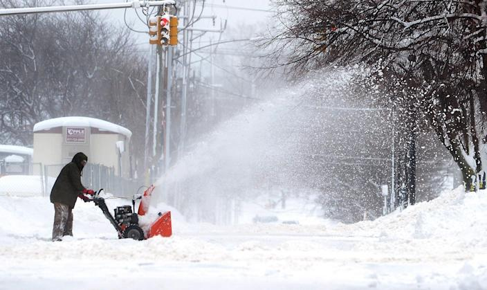 <p>A man clears snow on Tuesday, Dec. 26, 2017, in Erie, Pa. (Photo: Greg Wohlford/Erie Times-News via AP) </p>