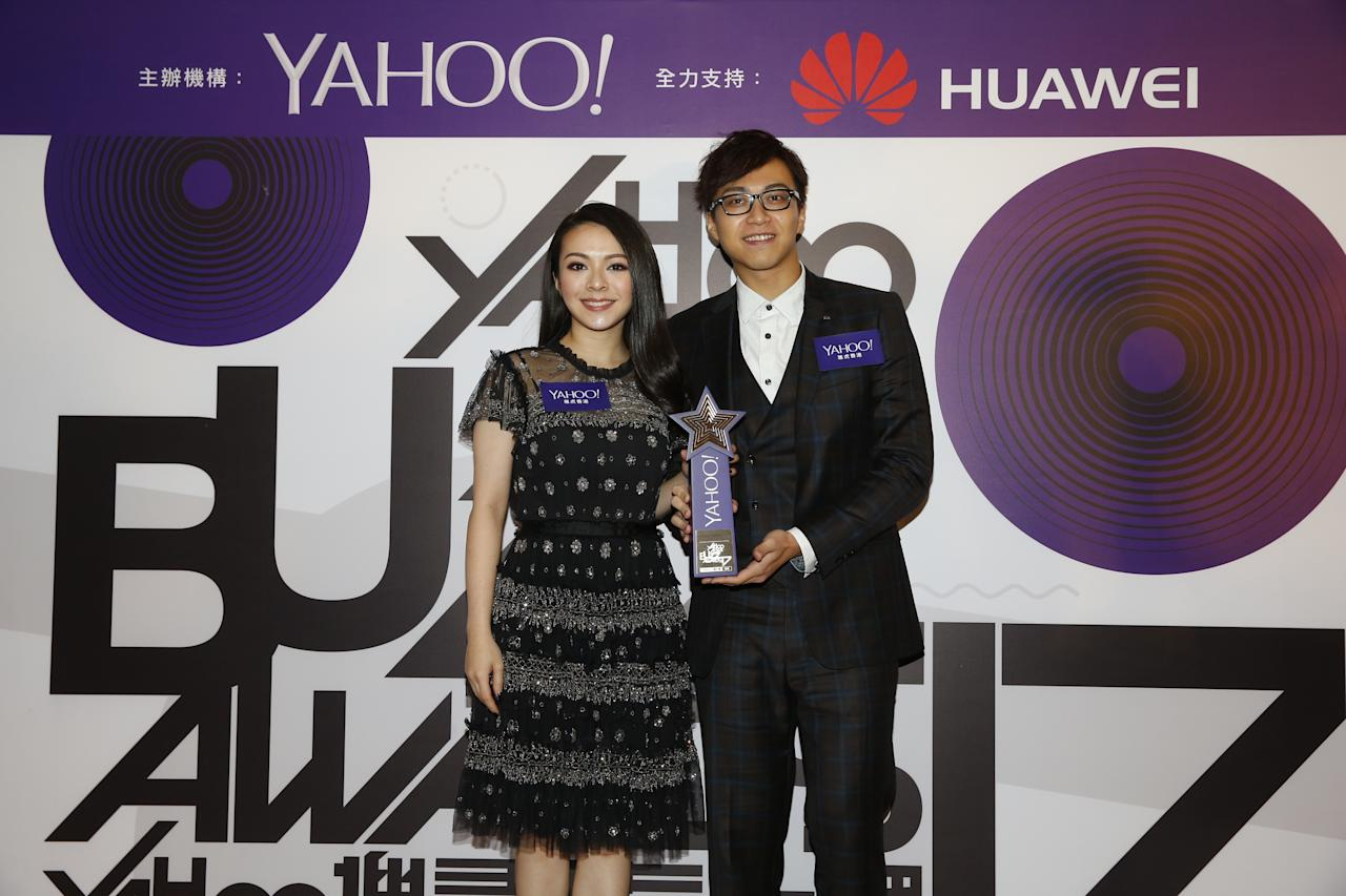 <p>JW and James Ng wins Top Buzz Duet Song at the Yahoo Asia Buzz Awards 2017 in Hong Kong on Wednesday (6 December).</p>