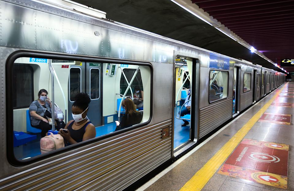 SAO PAULO, BRAZIL - MAY 04: Passengers wearing face masks sit on a subway car amidst the coronavirus (COVID-19) pandemic on May 4, 2020 in Sao Paulo, Brazil. The use of protective masks against the coronavirus (COVID-19) becomes mandatory in the public transport of Sao Paulo State. The measure applies to the subway, trains, and buses. According to the Brazilian Health Ministry, Brazil has 105.222 positive cases of coronavirus (COVID-19) and a total of 7.288 deaths. (Photo by Alexandre Schneider/Getty Images)