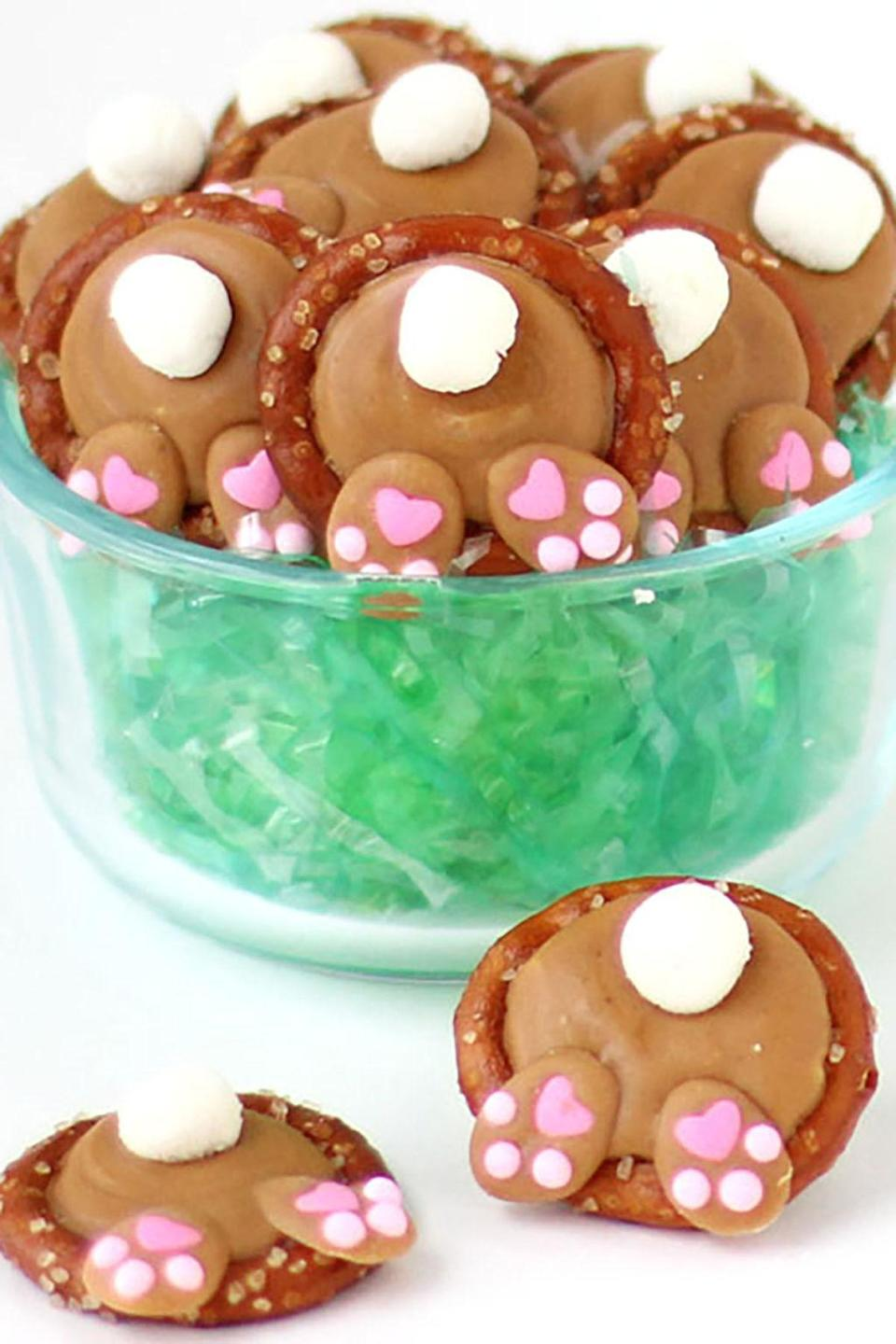 """<p><span>Why are bunny tails the cutest thing ever? To give your bunnies a nice display, color some coconut flakes green and cover a serving platter with them before arranging the treats. </span></p><p><strong>Get the recipe at <a href=""""http://hungryhappenings.com/2016/03/bunny-butt-pretzels.html/?crlt.pid=camp.Mpy7yy1W9RMG"""" rel=""""nofollow noopener"""" target=""""_blank"""" data-ylk=""""slk:Hungry Happenings"""" class=""""link rapid-noclick-resp"""">Hungry Happenings</a>. </strong></p>"""