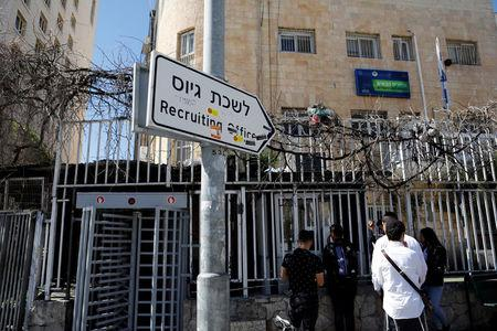 Israelis stand in line at the entrance to the Israeli military recruiting office in Jerusalem, March 13, 2018. REUTERS/Ronen Zvulun