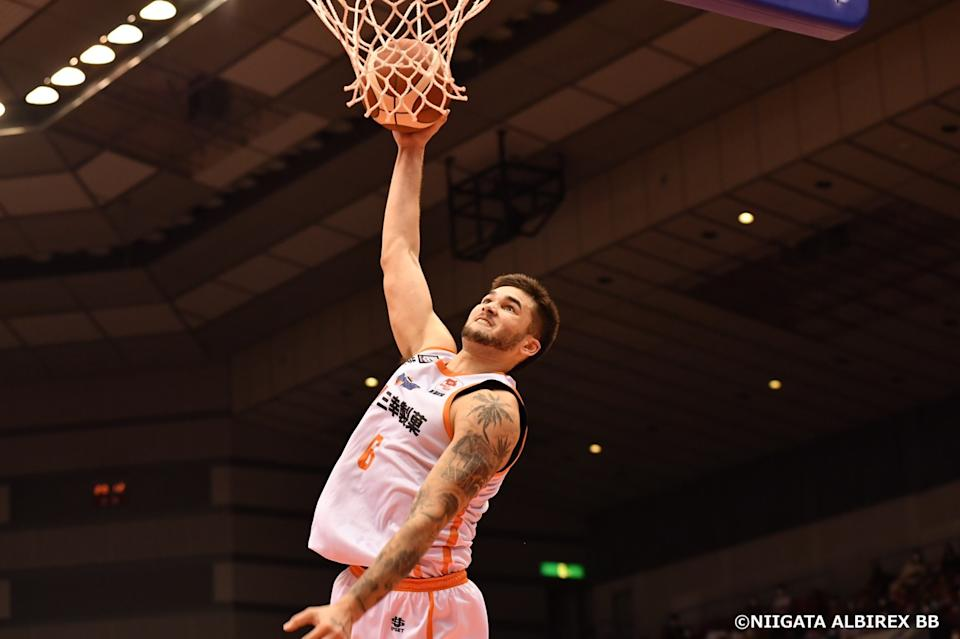 Filipino star Kobe Paras puts up 21 points, five rebounds and three assists in Niigata's win over San-En in the Japan B. League. (Photo: Niigata Albirex BB)