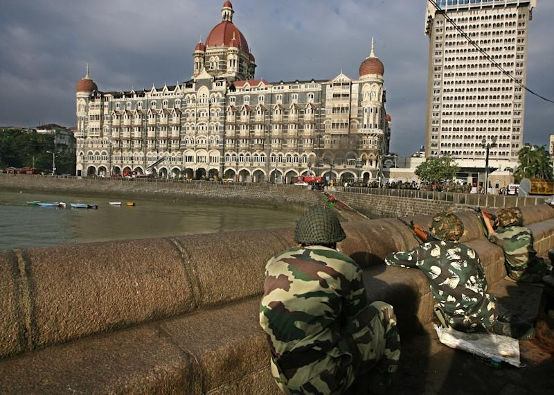 Indian soldiers surround the the Taj Mahal Hotel in Mumbai on November 29, 2008, during an attack that that left 166 dead (AFP Photo/Prakash Singh)