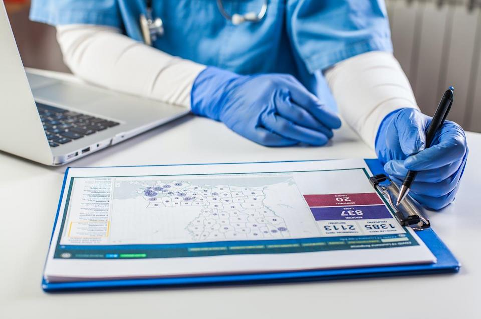 """<span class=""""attribution""""><a class=""""link rapid-noclick-resp"""" href=""""https://www.shutterstock.com/es/image-photo/doctor-wearing-protective-gloves-working-on-1737557882"""" rel=""""nofollow noopener"""" target=""""_blank"""" data-ylk=""""slk:Shutterstock / Cryptographer"""">Shutterstock / Cryptographer</a></span>"""
