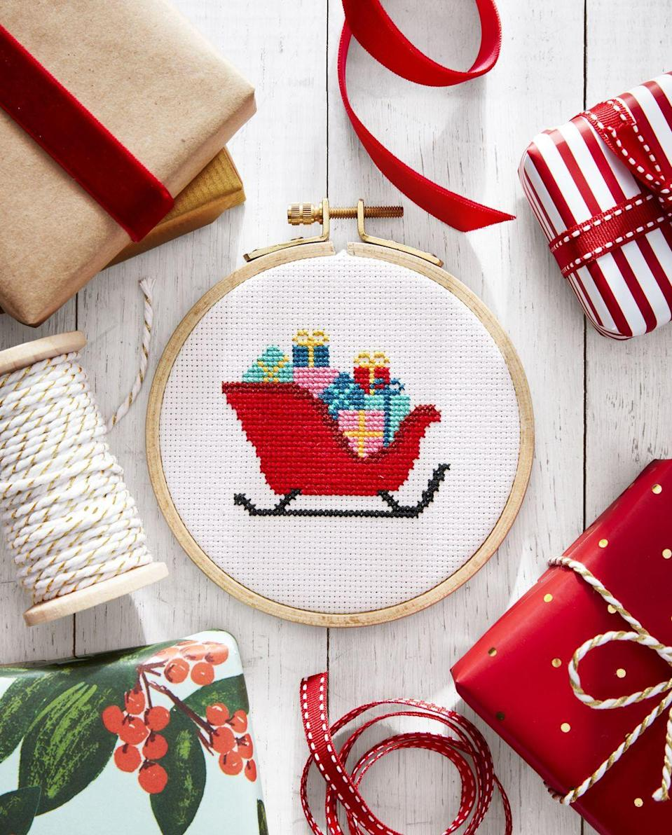 """<p>What's more charming than a handmade ornament? One featuring a delightful Christmas scene, of course! This sleigh filled with presents fits the bill.</p><p><strong><a href=""""http://www.easy123art.com/countryliving"""" rel=""""nofollow noopener"""" target=""""_blank"""" data-ylk=""""slk:Get the tutorial"""" class=""""link rapid-noclick-resp"""">Get the tutorial</a>.</strong></p><p><strong><a class=""""link rapid-noclick-resp"""" href=""""https://www.amazon.com/Caydo-Pieces-Bamboo-Embroidery-Wooden/dp/B07MQ42QJC?tag=syn-yahoo-20&ascsubtag=%5Bartid%7C10050.g.1070%5Bsrc%7Cyahoo-us"""" rel=""""nofollow noopener"""" target=""""_blank"""" data-ylk=""""slk:SHOP MINI CROSS-STITCH HOOPS"""">SHOP MINI CROSS-STITCH HOOPS</a></strong></p>"""