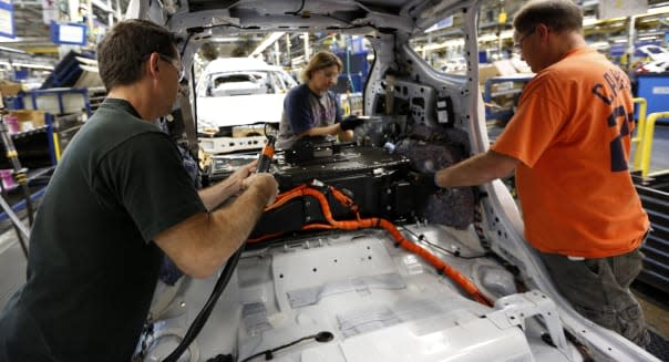 Ford hiring 5000, launching 16 new models in 2014