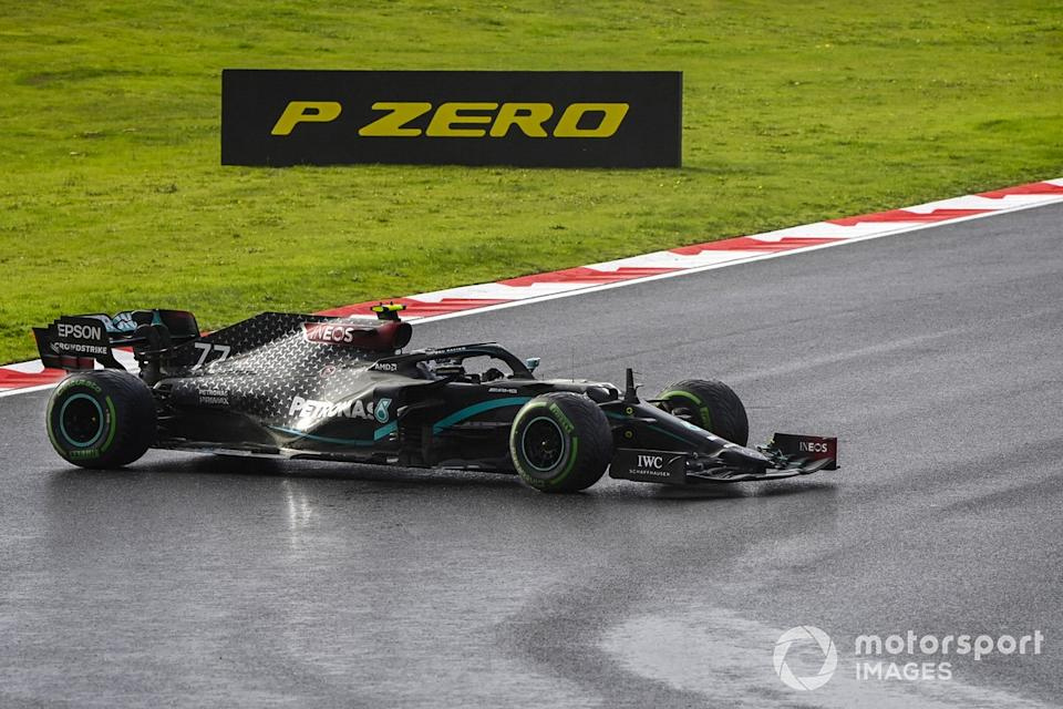 "Valtteri Bottas, Mercedes F1 W11 hace un trompo<span class=""copyright"">Mark Sutton / Motorsport Images</span>"