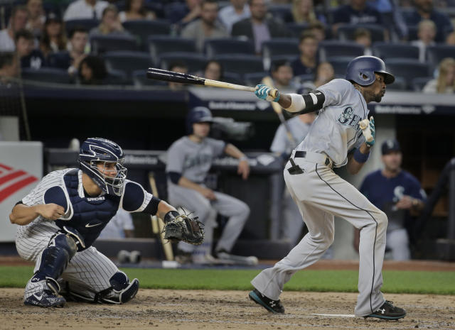 Seattle Mariners' Dee Gordon hits a two-run single during the fourth inning of a baseball game against the New York Yankees at Yankee Stadium Wednesday, June 20, 2018, in New York. (AP Photo/Seth Wenig)