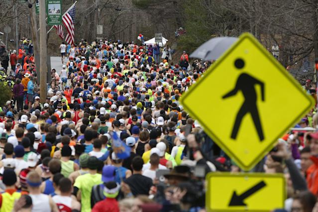 Runners in the first wave make their way down the course of the Boston Marathon in Hopkinton, Massachusetts, April 20, 2015. A field of 30,000 runners is set to line up for the 119th running of the world's oldest annual marathon. REUTERS/Dominick Reuter