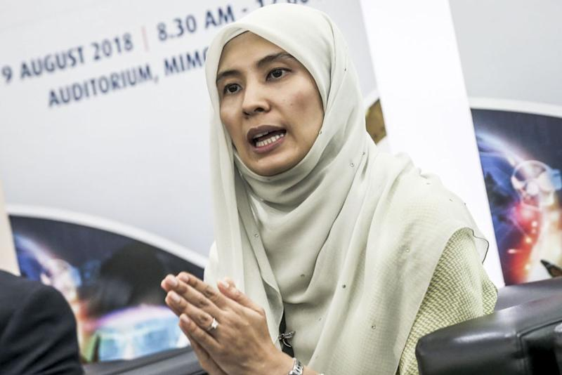 PKR's Nurul Izzah Anwar says MACC must be vested with prosecutorial powers. — Picture by Hari Anggara