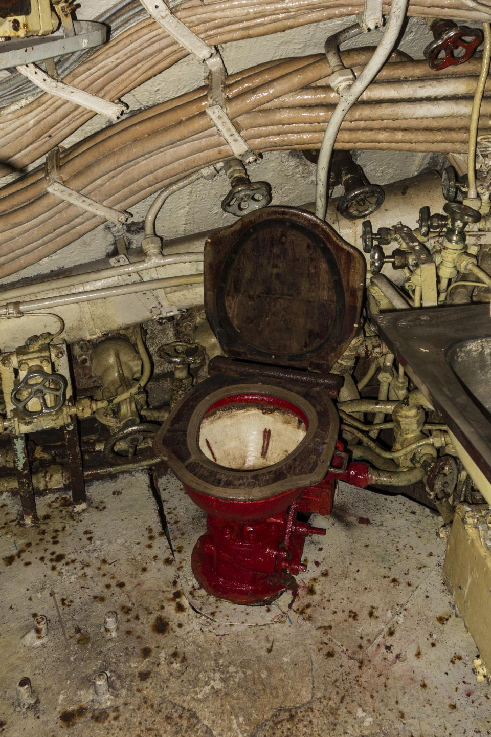 Toilet in Russian diesel-electric submarine B-143 / U-480 Foxtrot type 641 at the Seafront Maritime Theme Park in Zeebrugge, Belgium. (Photo by: Arterra/Universal Images Group via Getty Images)