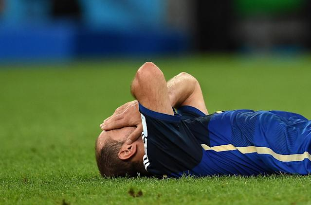 Argentina's midfielder Javier Mascherano reacts after his team loses to Germany at the World Cup final in Rio de Janeiro on July 13, 2014 (AFP Photo/Pedro Ugarte)