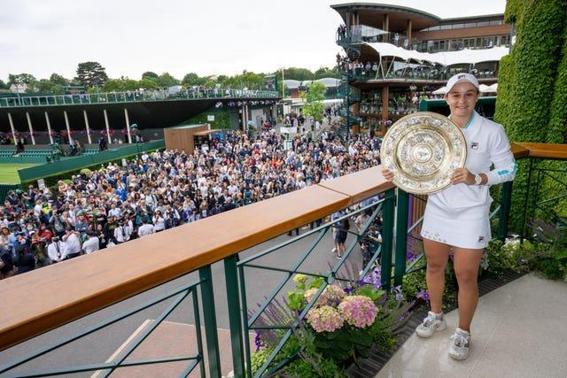 Ashleigh Barty holds the Venus Rosewater Dish on the Members' Balcony
