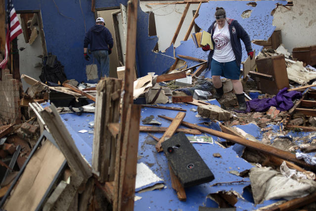 Residents salvage their belongings after their house was left devastated by a tornado in Moore, Oklahoma, in the outskirts of Oklahoma City on May 21, 2013. Rescuers went building to building in search of victims and thousands of survivors were homeless on Tuesday, a day after a massive tornado tore through a suburb of Oklahoma City, wiping out whole blocks of homes and killing at least 24 people. REUTERS/Adrees Latif (UNITED STATES - Tags: DISASTER ENVIRONMENT) - RTXZVN8