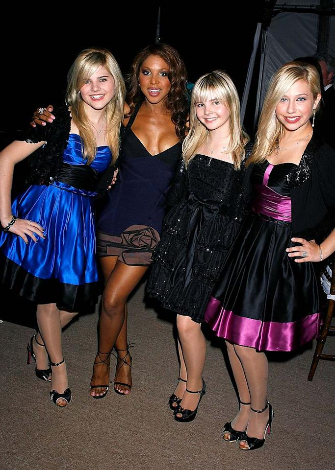 """Backstage, Toni posed for a cute picture with the Clique Girlz. Jeffrey Mayer/<a href=""""http://www.wireimage.com"""" target=""""new"""">WireImage.com</a> - October 15, 2008"""