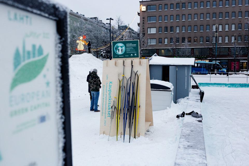 There will be three pick-up points around the cityCity Skis
