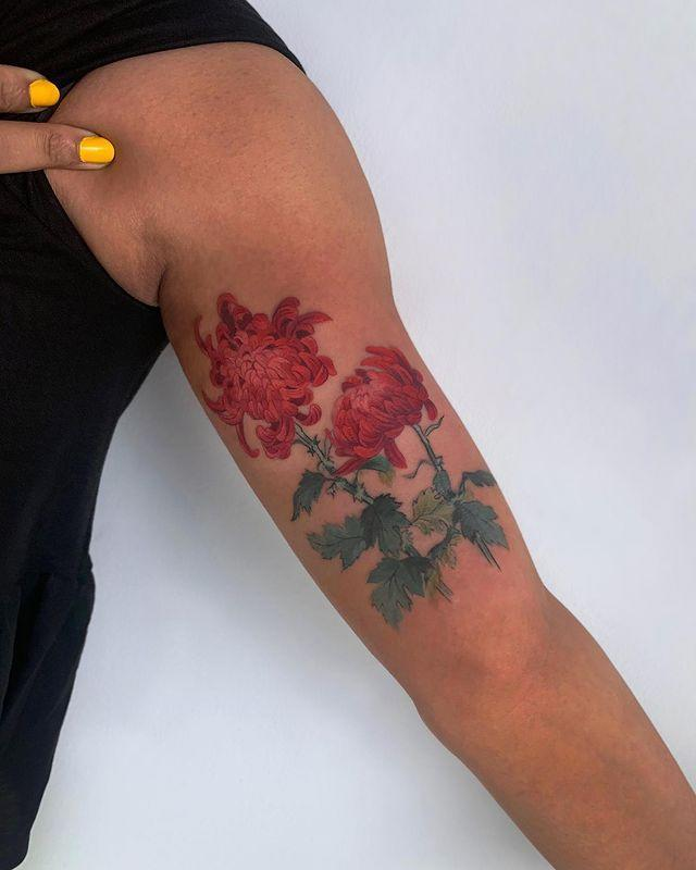 "<p>Also a big fan of <a href=""https://www.cosmopolitan.com/lifestyle/a56415/beautiful-floral-flower-tattoos/"" rel=""nofollow noopener"" target=""_blank"" data-ylk=""slk:flower tattoos,"" class=""link rapid-noclick-resp"">flower tattoos,</a> Wachob says, ""floral and botanical designs work great, as we rarely see the color black in an actual flower or a plant.""</p><p><a href=""https://www.instagram.com/p/B-7c5kUD225/?utm_source=ig_embed&utm_campaign=loading"" rel=""nofollow noopener"" target=""_blank"" data-ylk=""slk:See the original post on Instagram"" class=""link rapid-noclick-resp"">See the original post on Instagram</a></p>"