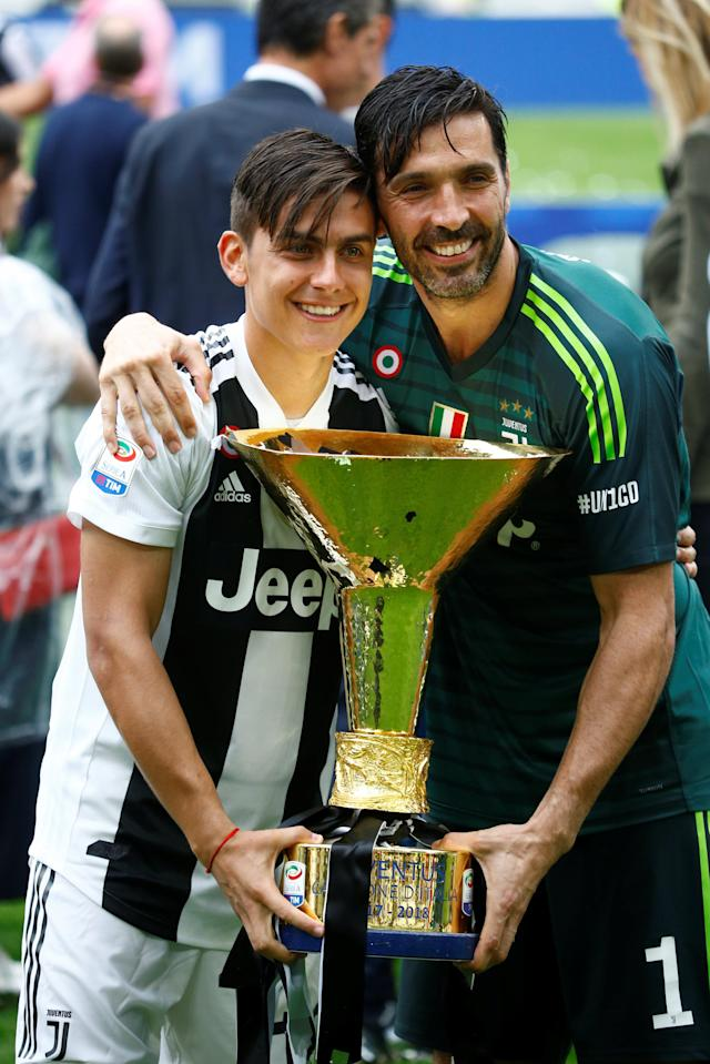 Soccer Football - Serie A - Juventus vs Hellas Verona - Allianz Stadium, Turin, Italy - May 19, 2018 Juventus' Gianluigi Buffon celebrates winning the league with Paulo Dybala and the trophy REUTERS/Stefano Rellandini
