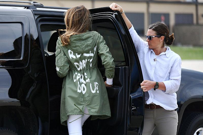 """US First Lady Melania Trump departs Andrews Air Rorce Base in Maryland June 21, 2018 wearing a jacket emblazoned with the words """"I really don't care, do you?"""" following her surprise visit with child migrants on the US-Mexico border. (Photo by MANDEL NGAN / AFP) (Photo credit should read MANDEL NGAN/AFP/Getty Images)"""
