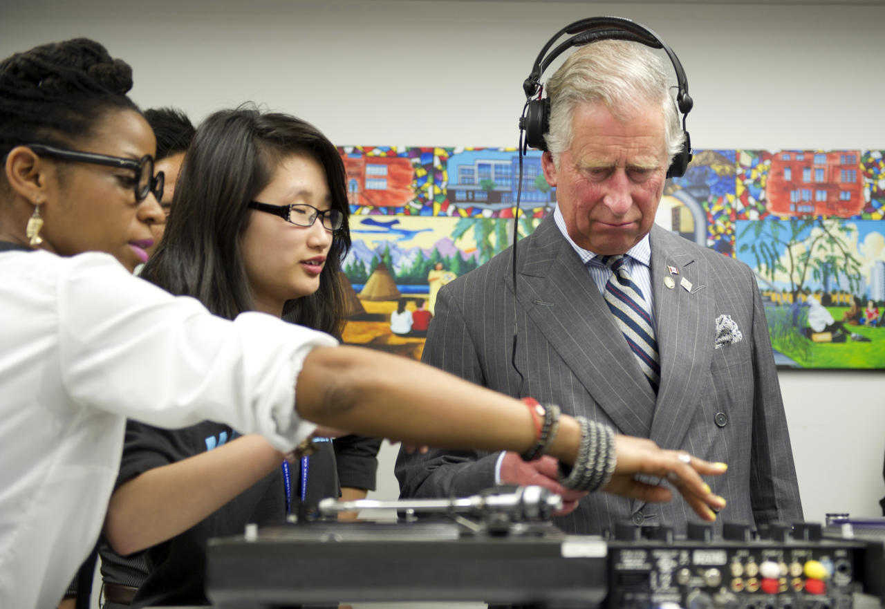 Prince Charles learns how to scratch and fade with a turntable as he tours an employment skills workshop in Toronto May 22, 2012. The royal couple is on a four-day visit to Canada to mark the Queen's Diamond Jubilee.  REUTERS/Paul Chiasson/Pool