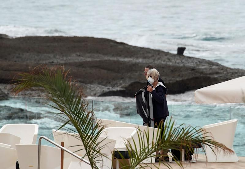 Guests at the H10 Costa Adeje Palace hotel, which is under lockdown over the coronavirus outbreak in Tenerife, Canary Islands, Spain, March 6, 2020. (Photo: Juan Medina / Reuters)