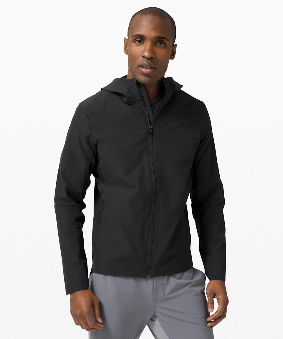 """<p><strong>Lululemon</strong></p><p>lululemon.com</p><p><strong>$148.00</strong></p><p><a href=""""https://go.redirectingat.com?id=74968X1596630&url=https%3A%2F%2Fshop.lululemon.com%2Fp%2Fmens-jackets-and-outerwear%2FWarp-Lite-Jacket-Packable%2F_%2Fprod9750712&sref=https%3A%2F%2Fwww.menshealth.com%2Ftechnology-gear%2Fg27207975%2Fbest-golf-gifts%2F"""" rel=""""nofollow noopener"""" target=""""_blank"""" data-ylk=""""slk:BUY IT HERE"""" class=""""link rapid-noclick-resp"""">BUY IT HERE</a></p><p>Hardcore golfers won't let the elements stop them (well, except for lightning—that's a recipe for disaster). This sleek jacket is understated and function-forward, allowing you to play through on wetter days.</p>"""