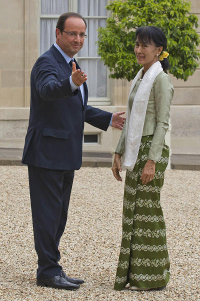French President Francois Hollande, left, welcomes Burmese opposition leader Aung San Suu Kyi, at the Elysee Palace, Tuesday, June 26, 2012. Myanmar opposition leader Aung San Suu Kyi is wrapping up her long-awaited European tour with a visit to France that, at her request, puts the accent on youth and includes a debate with students at the Sorbonne. (AP Photo/Michel Euler)